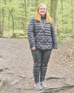 Mein Leben mit der Diagnose ADHS und Depression - Lara glücklich im Wald
